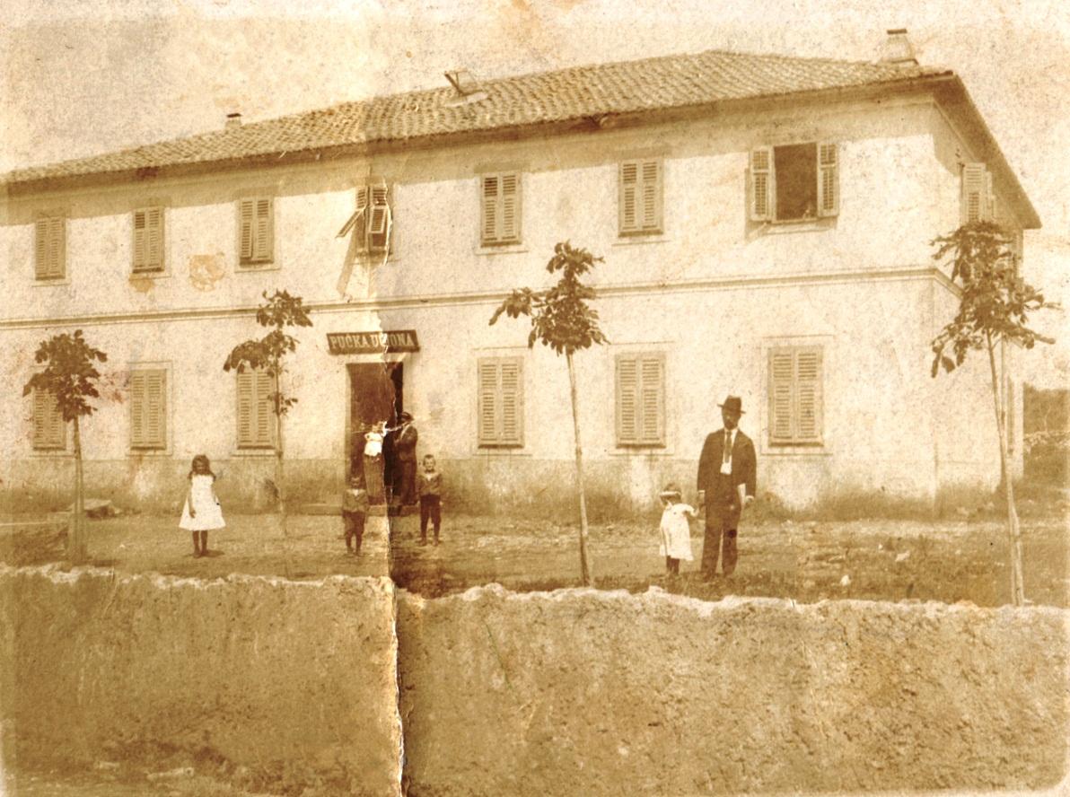 Školska zgrada u Bogovićima, svečano otvorena i blagoslovljena 1900. godine